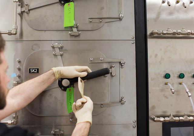 Chemical emissions testing unit