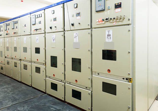 A picture of power distribution equipment inside a power plant.