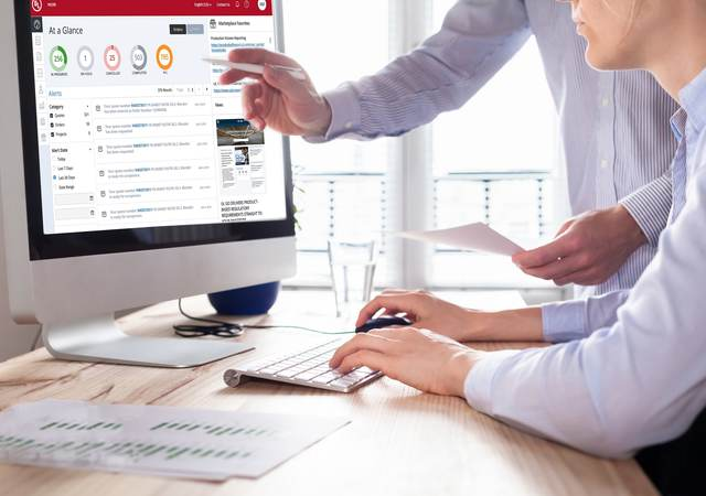 An office worker is being shown the new myUL portal on the computer.