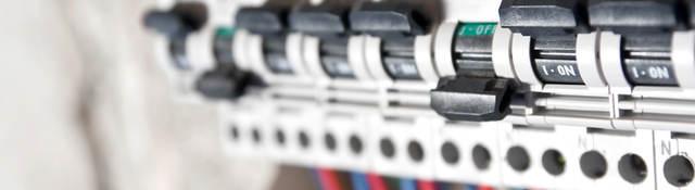 Circuit breaker switches