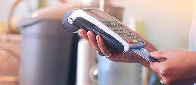 Inserting credit card into POS machine