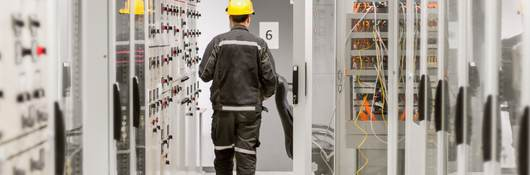 Using protective relay and medium voltage switchgear