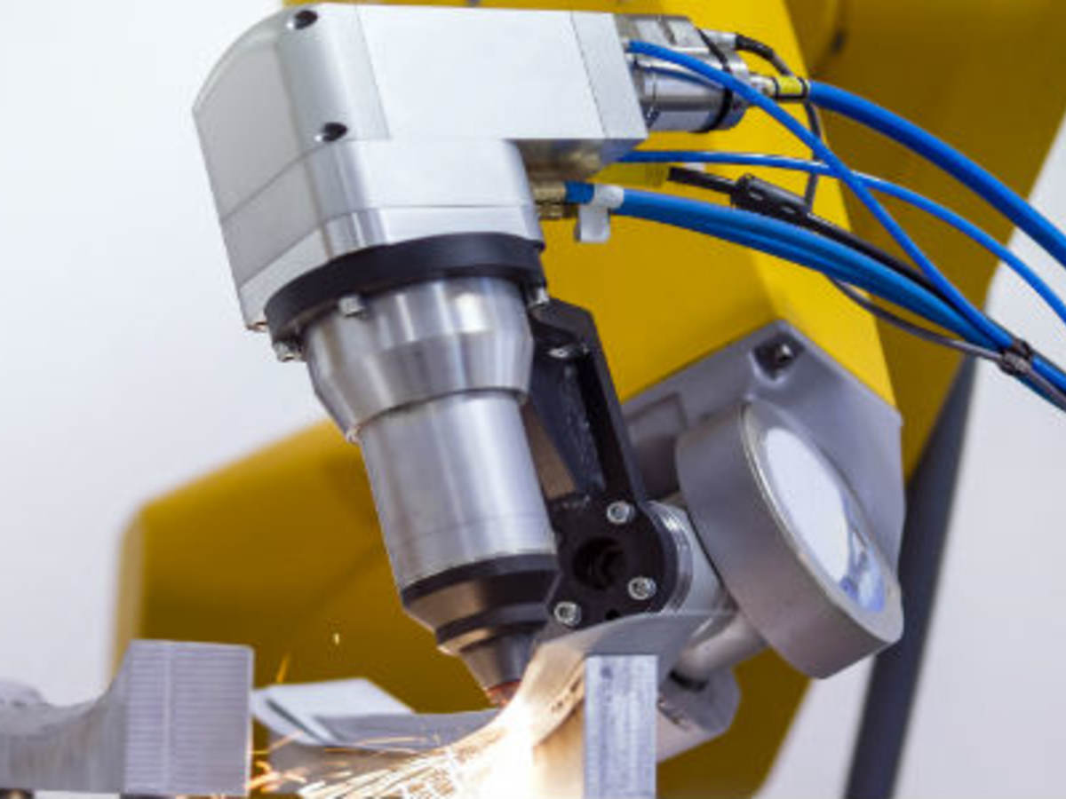laser-cutting-of-metal-on-robotic-arm-641713412_620x300