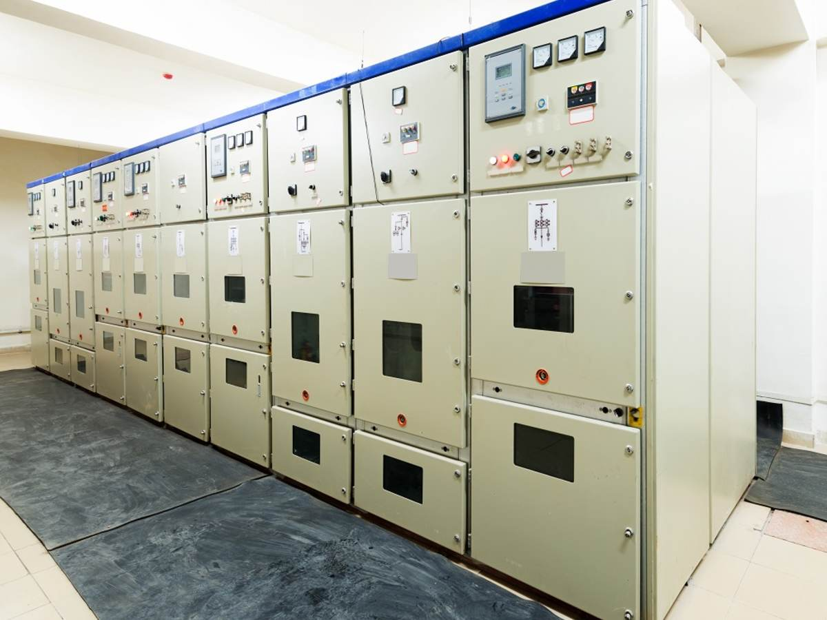 A picture of substation vacuum circuit breaker equipment.