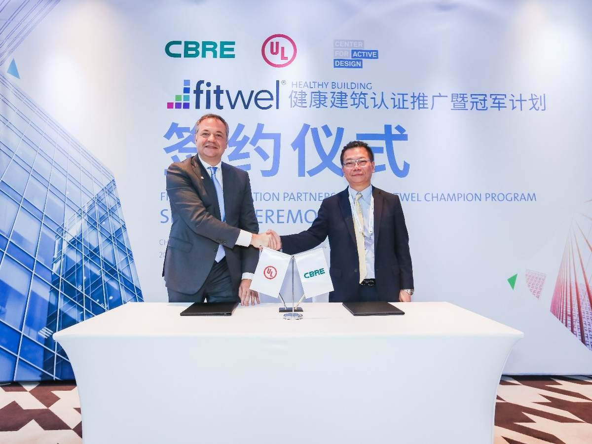 UL's Alberto Uggetti and CBRE's Stephen Tam signing partnership