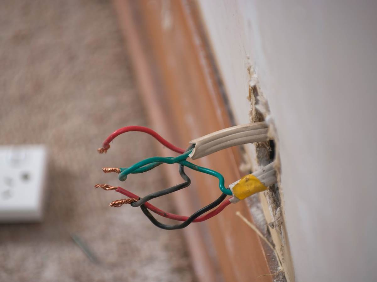 Electrical wiring from wall