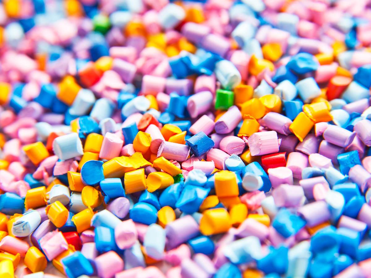 Plastic resin granules for plastic manufacturing