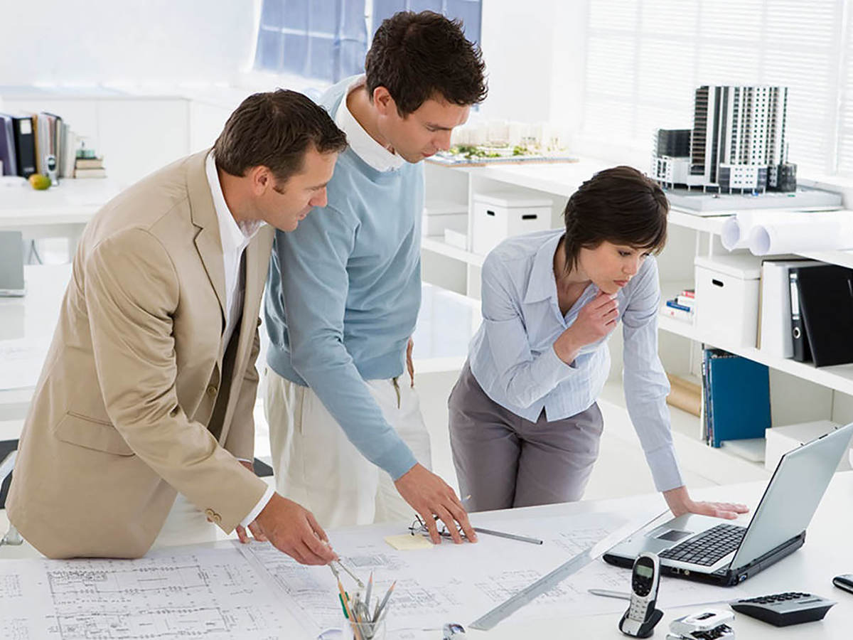 3 people looking at laptop