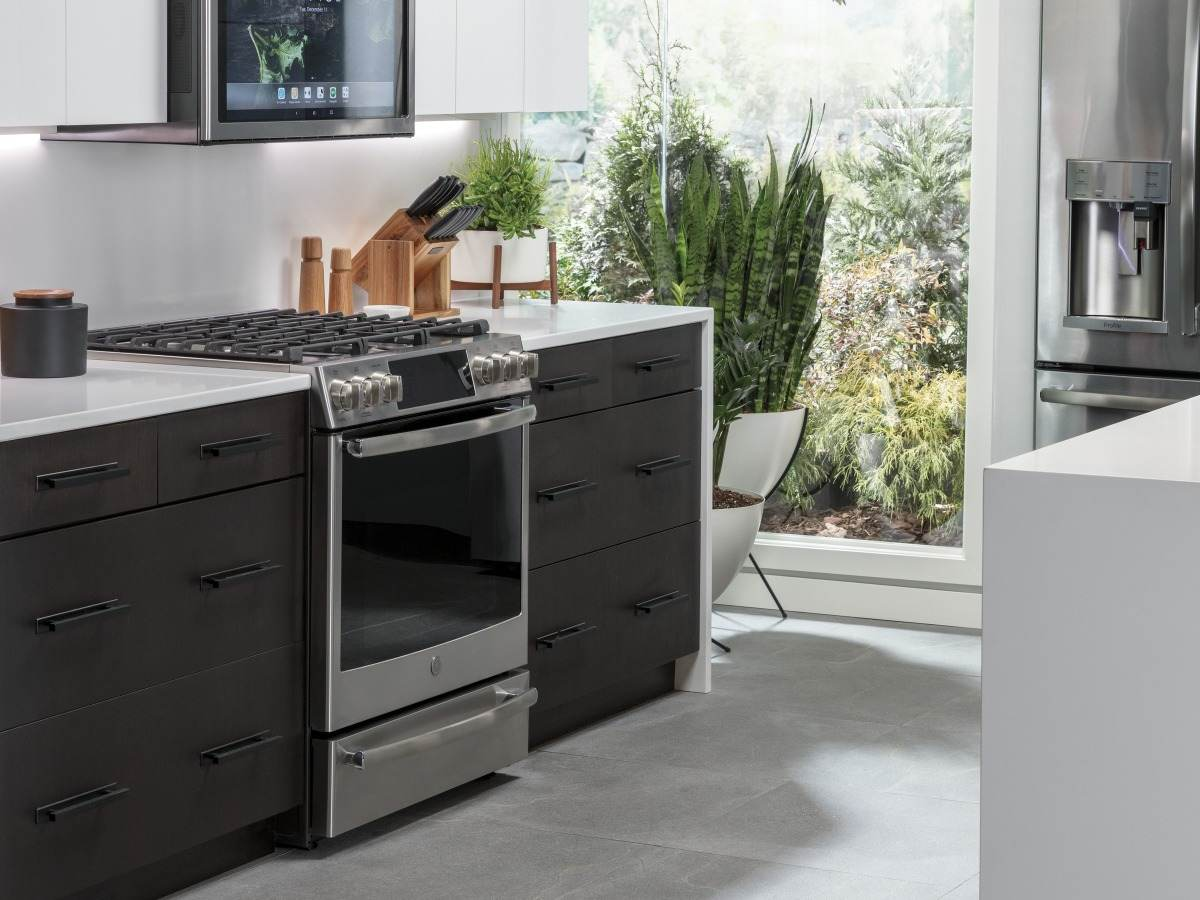 Smart kitchen with several touch-screen appliances