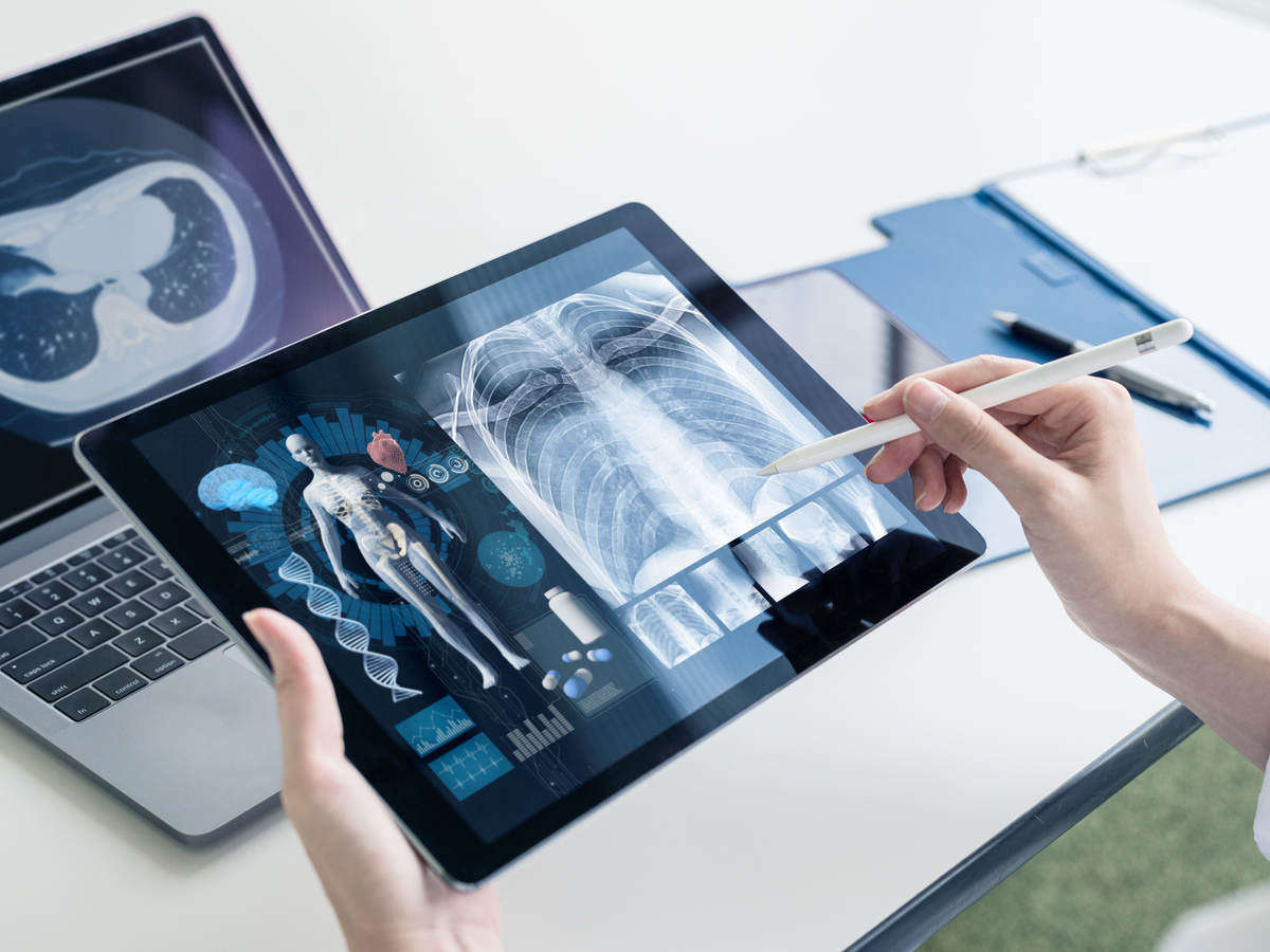 Medical technology description doctor using connected devices