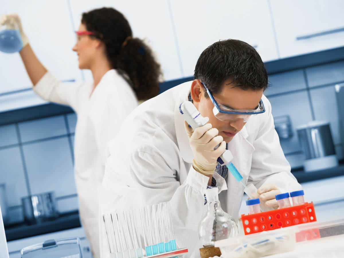 One male and one female scientist working in a laboratory