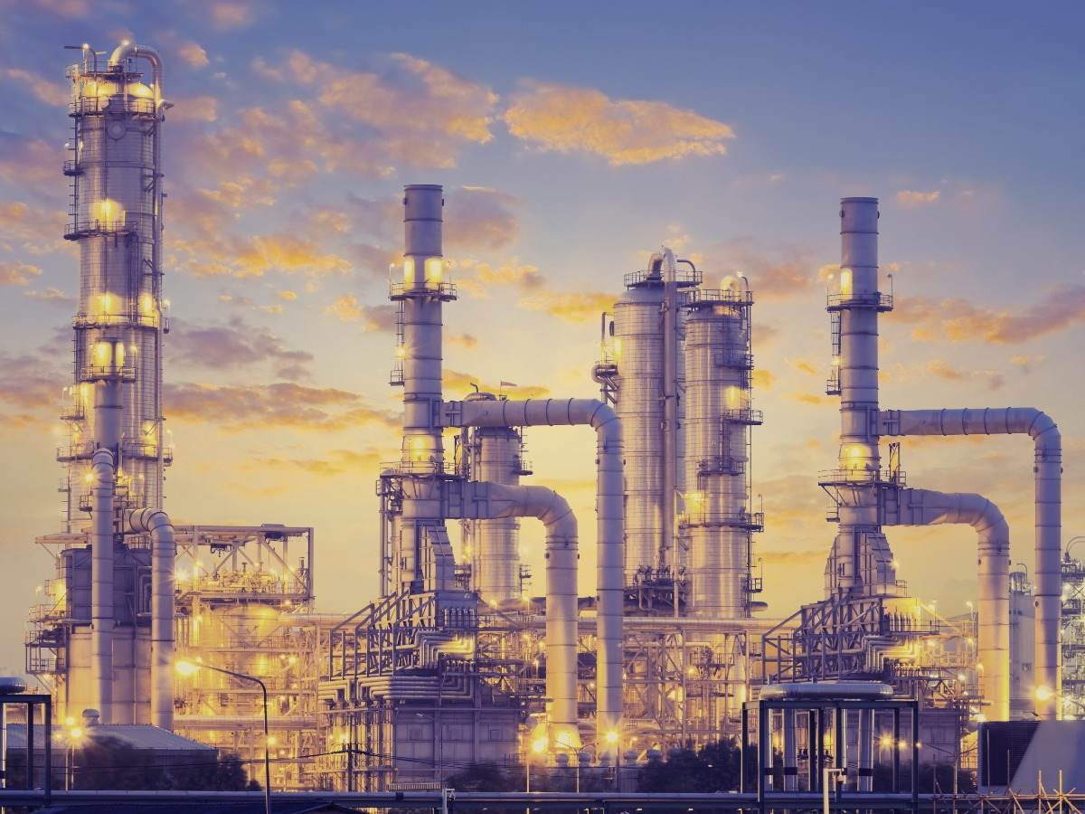 Distillation tank of oil refinery plant