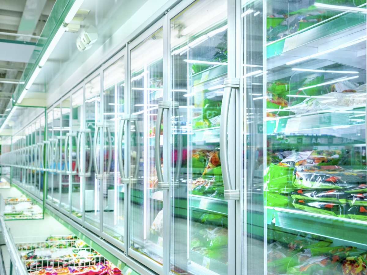 Commercial_refrigeration_with_food