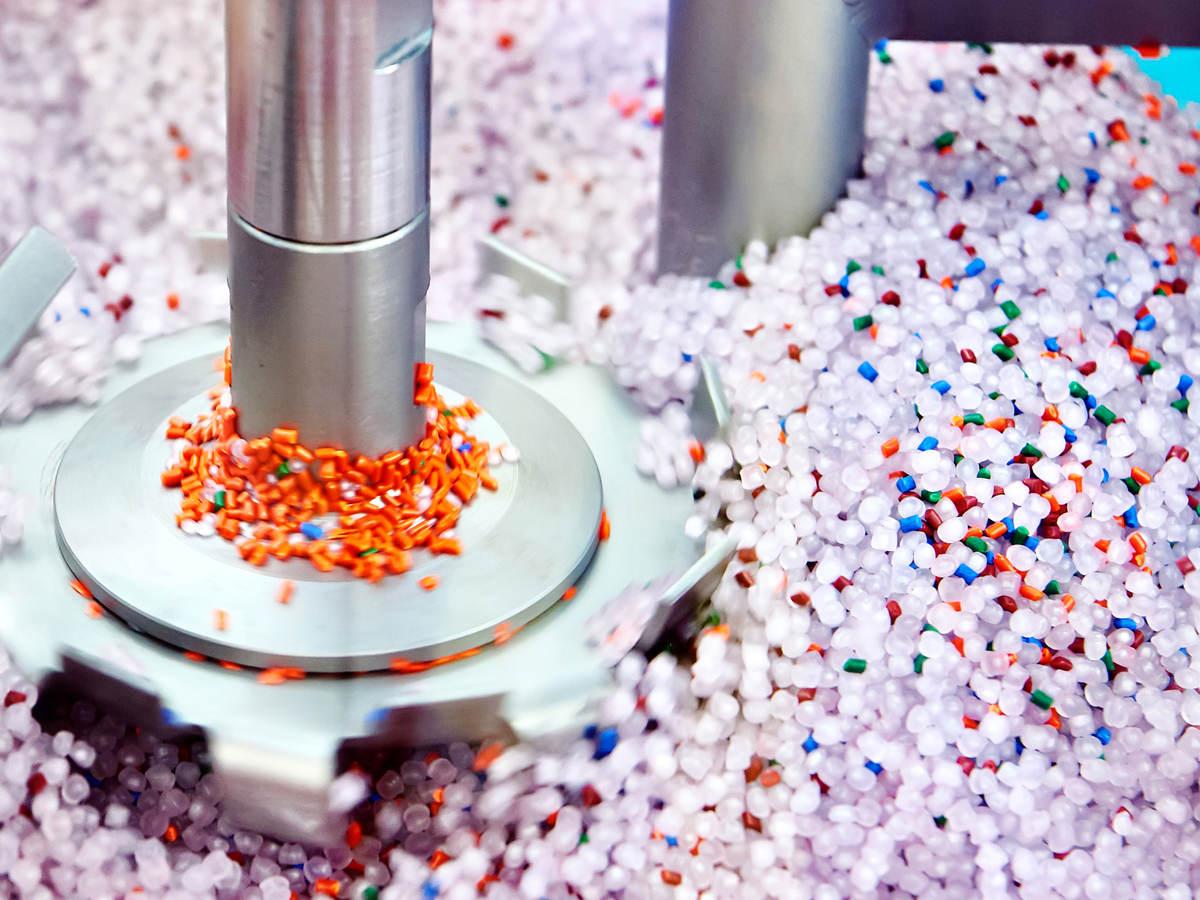Industrial centrifuge for plastic granules