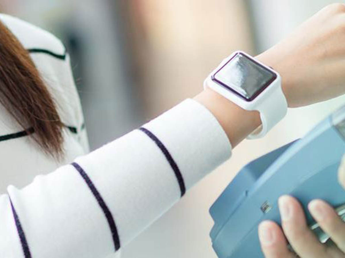 Paying contactless with a smartwatch