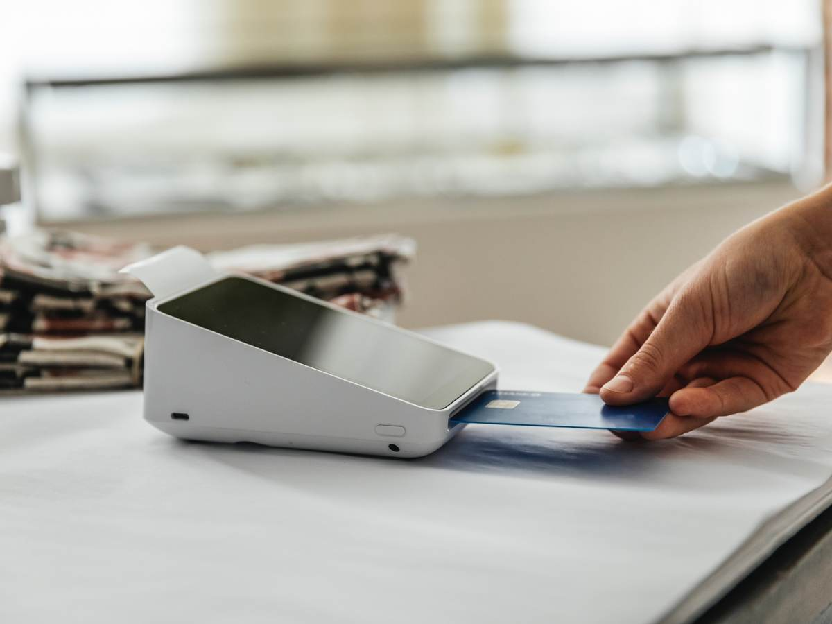 man inserting a credit card into the payment terminal